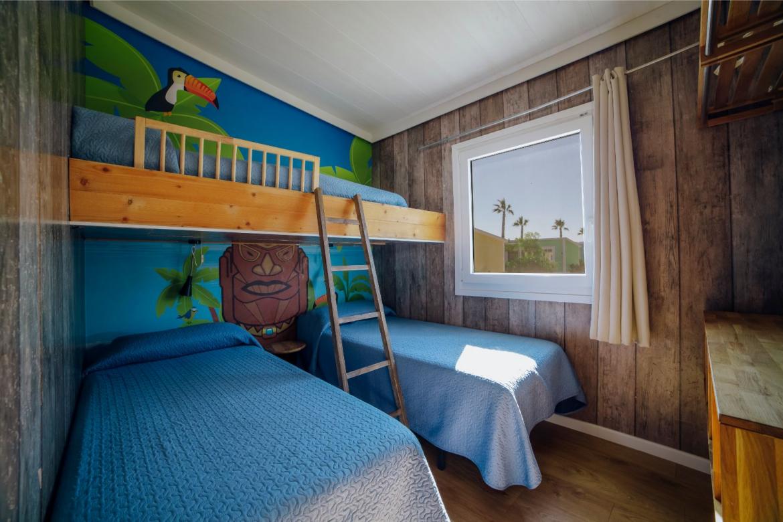 04.MCB_Bungalow_Tahit_dormitorio_niños.jpg